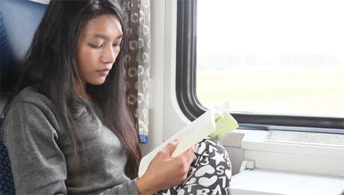 2, Đọc sách khi di chuyển 1