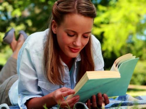 3, Đọc sách quá gần 1