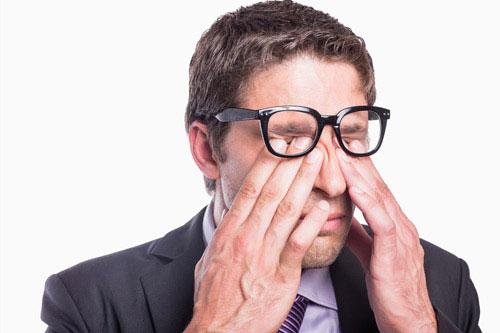 Mắt nổi nhiều hạt cộm lên và đau mắt 1